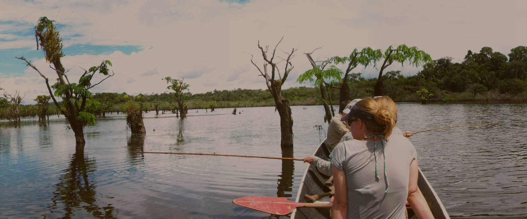 canoeing in the Ecuadorian amazon rainforest paralax
