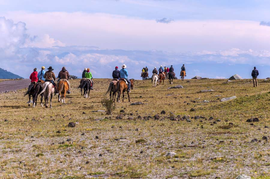 horse riding in cotopaxi national park 2019