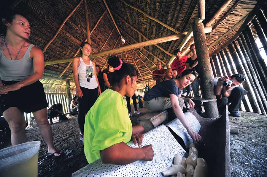 cooking with amazon natives in jamu lodge