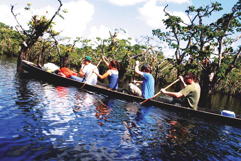 Canoeing in the cuyabeno in jamu lodge