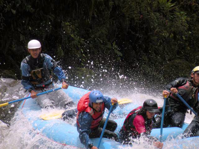 Rafting level 4-5 in quijos river ecuador