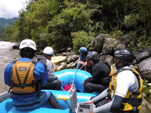 People starting the rafting at quijos ecuador
