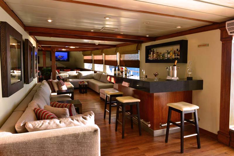 Bar in cruise galapagos celebrity experience