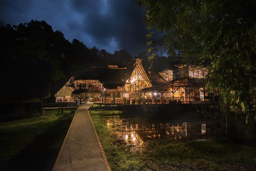 Jamu lodge at night