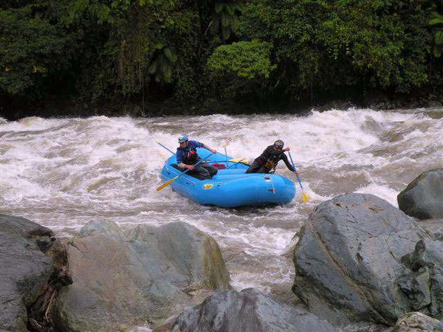 Training rafting in the river quijos
