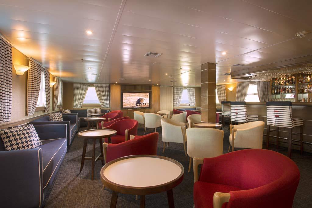 The bar at the Isabela II yacht Galapagos 2019