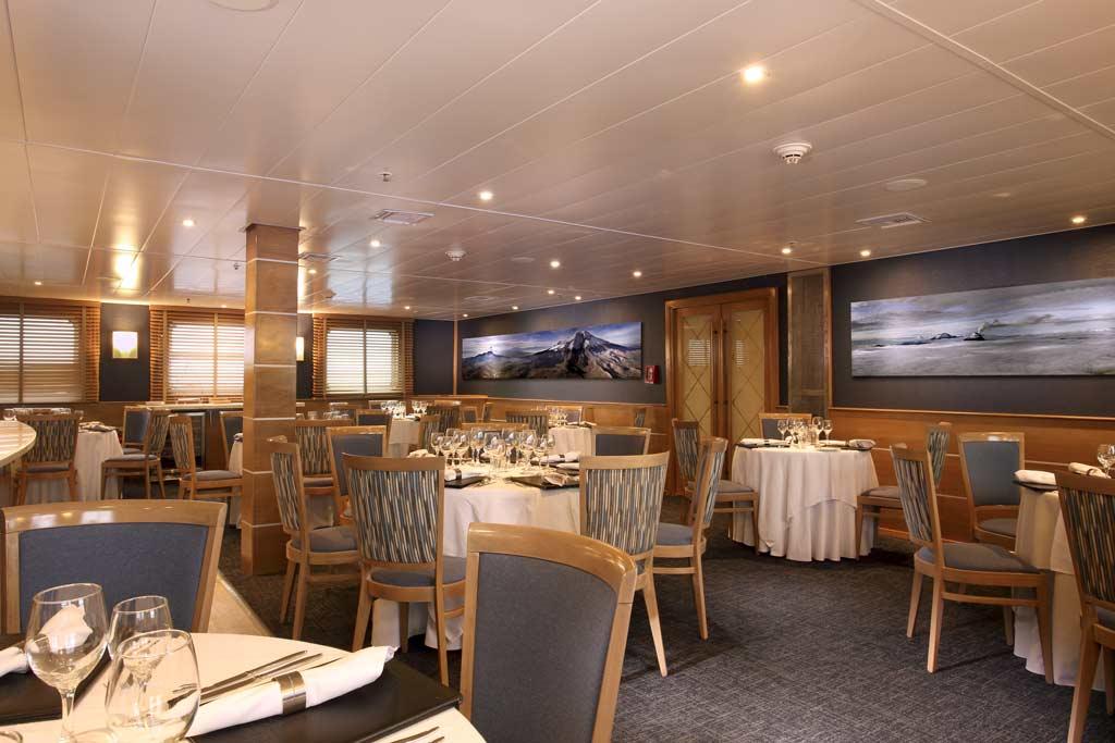 restaurant inside the isabela ii cruise